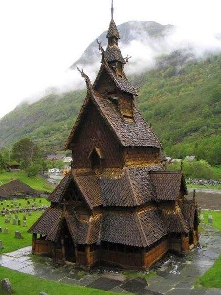 Ставкирка в Боргунне, 900-летняя церковь в Норвегии.