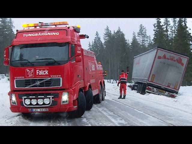 Heavy Recovery Volvo FH16 8x4 vs DAF Semitrailer - Sweden