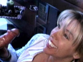 Мило улыбаясь жена дрочит член так, что бы сперма попала в ротик HD 720, Домашнее порно, Жена, Wife, Минет, Сперма, In mouth, В