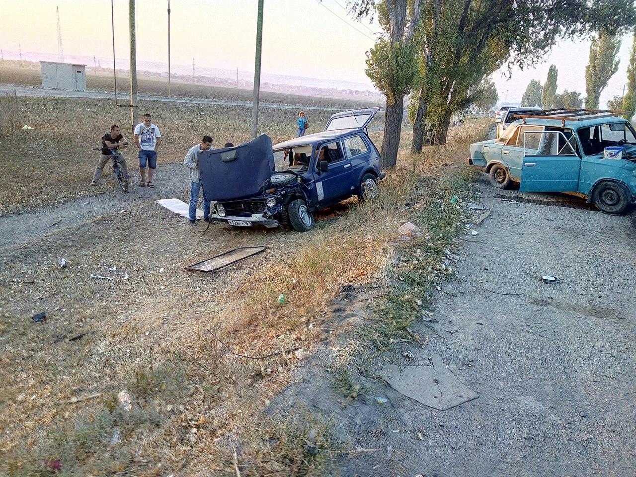 В Таганроге на Николаевском шоссе столкнулись «ВАЗ-2106» и «Нива»