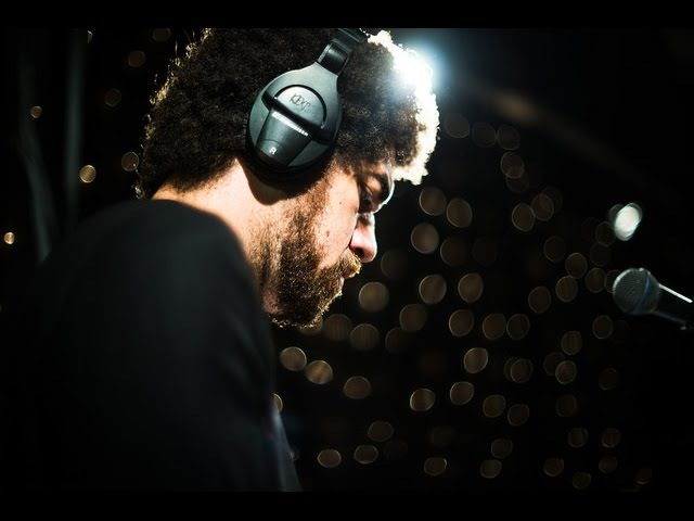 Broken Bells - Holding On For Life (Live on KEXP) » Freewka.com - Смотреть онлайн в хорощем качестве
