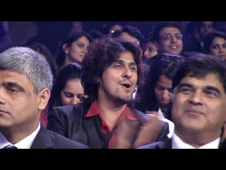 SRK, Karisma, Katrina & Anushka's Tribute to Yash Chopra at Zee Cine Awards 2013