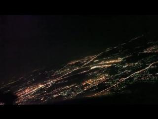Ночная посадка самолёта в Москве. Очень красиво