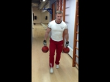 Alex Safronov makes 50 steps with two weights of 32кг