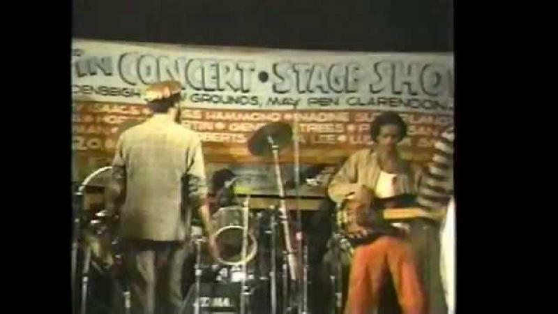 BERES HAMMOND STANDING IN MY WAY Stars in Concert