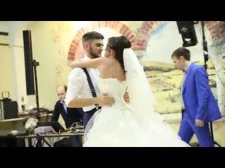 Свадебный подарок от невесты жениху. Невеста читает рэп.