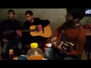 Вот он нереально круто играет на гитаре! Исмаил Хасимиков и Вахид Аюбов