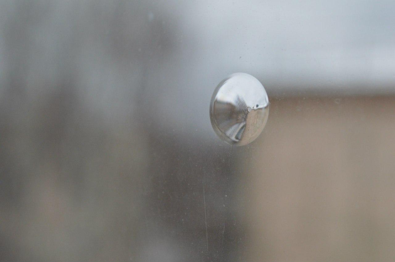 Дырки в стеклах ленинград