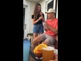 Реакция парня на сюрприз его девушки