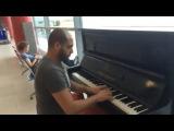 супер видео , талант  Пианист играет в аэропорту