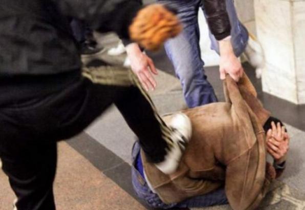 В Якутии двое мужчин избили инвалида и похитили 350 тысяч рублей