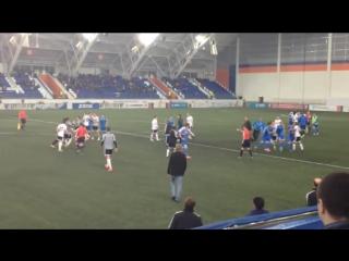Футболисты «Сибири» и «Торпедо» устроили массовую драку на поле: видео