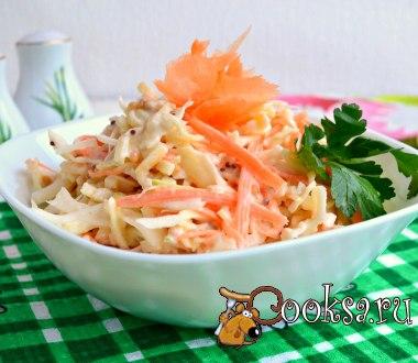 Салат Коул Слоу (Сole Slaw) #салат #кулинария #овощи #новыйгод #вкусно #рецепты Салат Коул Слоу очень популярен в Америке. Обязательные ингредиенты для салата - капуста и нежная заправка (специально готовится именно для этого салата), все остальное добавляется по вкусу. Я предлагаю добавить к капусте морковь, лук и яблоко - очень вкусно получается. Капуста белокочанная (или пекинская) — 200 г; Лук репчатый (или красный) — 0,5 шт; Морковь — 0,5 шт; Яблоко (небольшое) — 1 шт; Для заправки: ;…