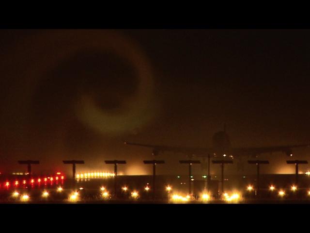 Amazing! Swiss Airbus A340 wake vortex at night - Zurich Airport
