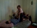 Занимаемся акробатикой с дочкой Дианой в гостях у дедушки с бабушкой.