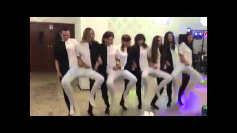 Черно-белый танец ног!