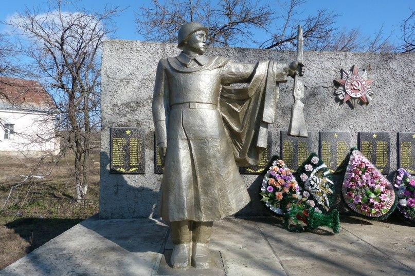Мемориальный одиночный комплекс с крестом Петровск Мраморные розы Новые Черемушки