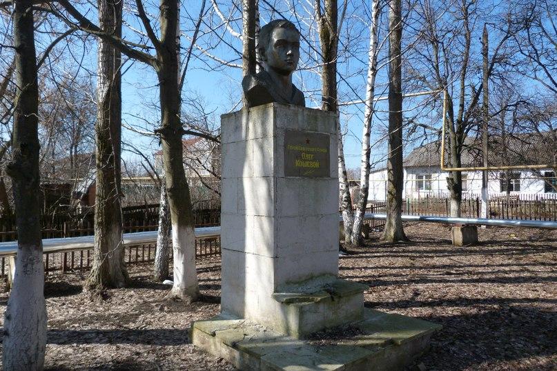 Мемориальный одиночный комплекс с крестом Петровский парк памятник с крестом Десногорск