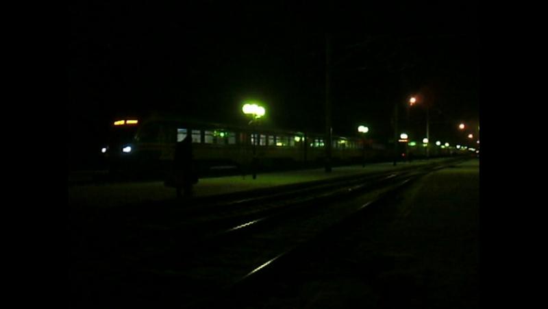 Электропоезд сообщением Синельниково - Днепропетровск отправляется со ст. Синельниково-2