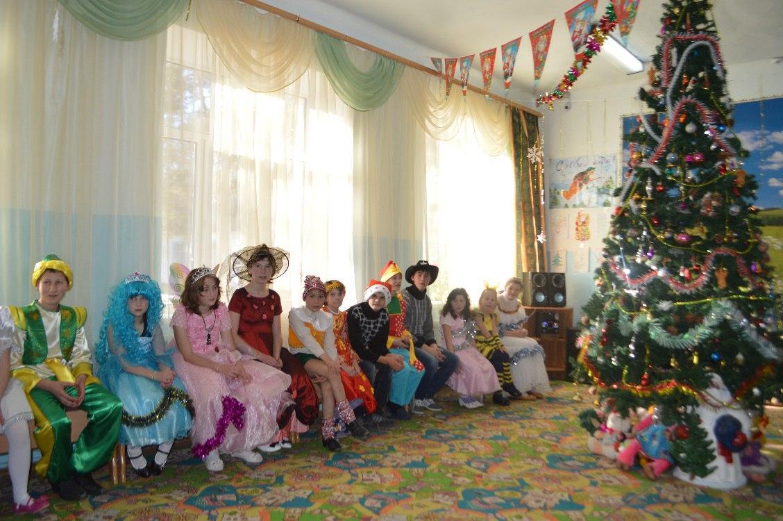 Воспитанников коррекционной школы Хуса- Кардоник поздравили с Новым годом