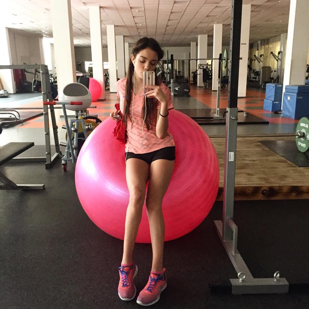 Розовый мяч Новогорска & Индивидуальный чемодан фигуриста QGbFp60e6k4