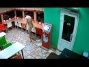 Голый мужик наркоман в кафе города Саратов.