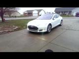 Электромобили Tesla научились самостоятельно парковаться в гараж