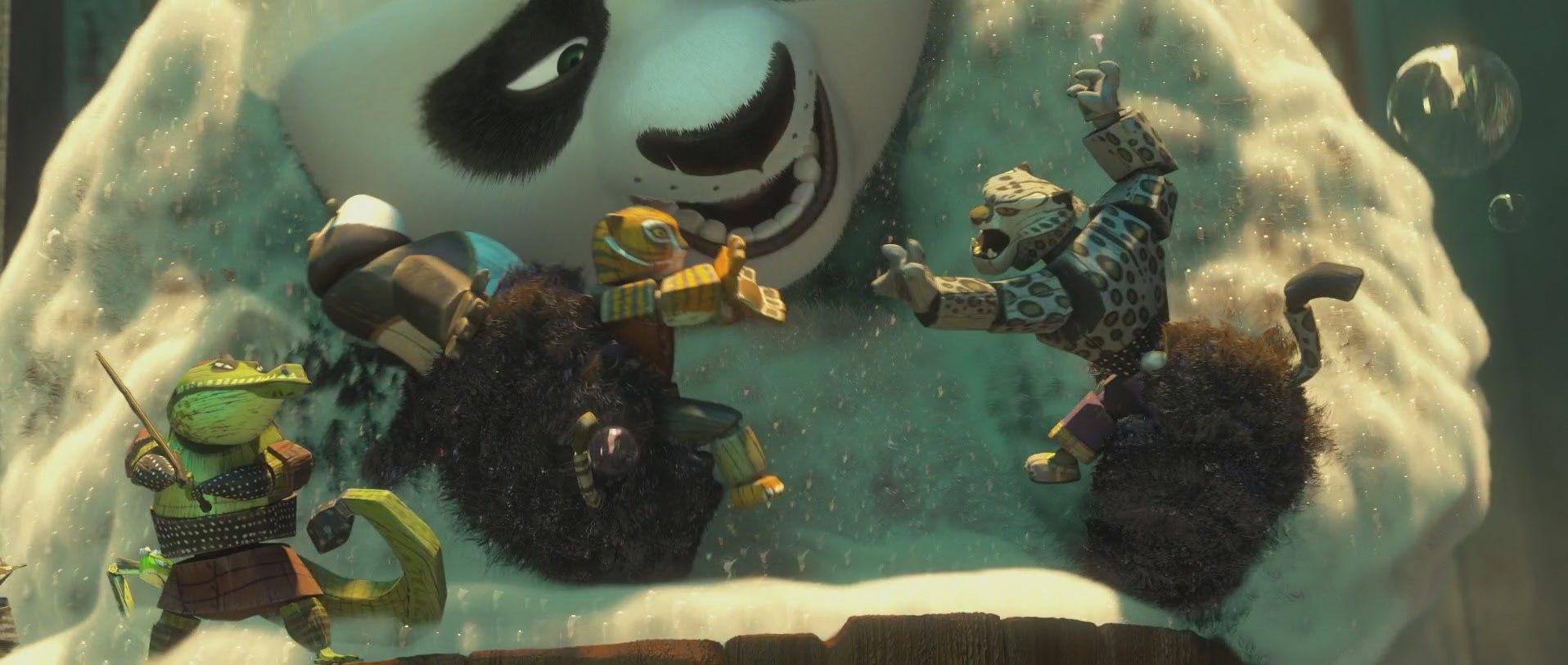 кунг-фу панда купается в ванночке с игрушками