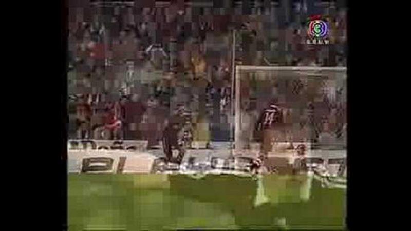 Van Bommel goal vs real madrid at santiago bernabeu