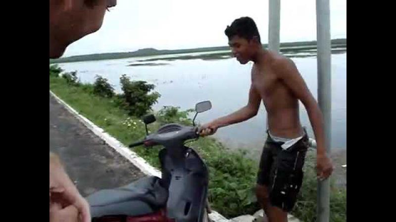 Jonas o Motoqueiro - Empinando A MOTO sem freio