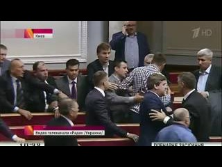 Украинские депутаты снова устроили драку в Верховной Раде.