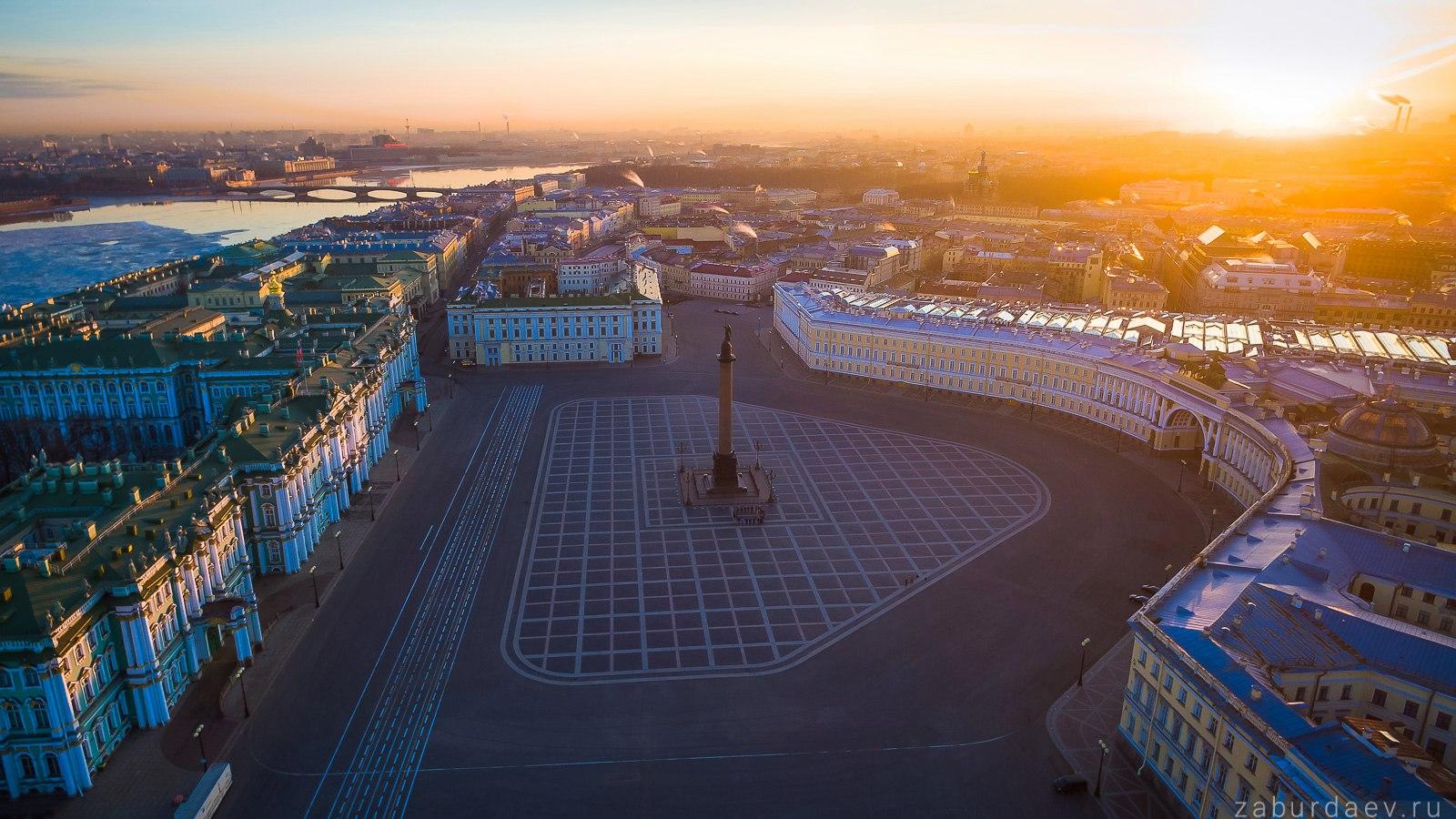 Дворцовая площадь с высоты птичьего полета