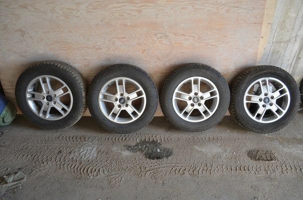 Продам колеса (диски+резина летняя) 195/65/15. Стояли на Форде фокусе. Диски пок...
