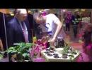 Владимир Путин в Сириусе заинтересовался гидропоникой: ему показали последние достижения в выращивании растений без грунта.