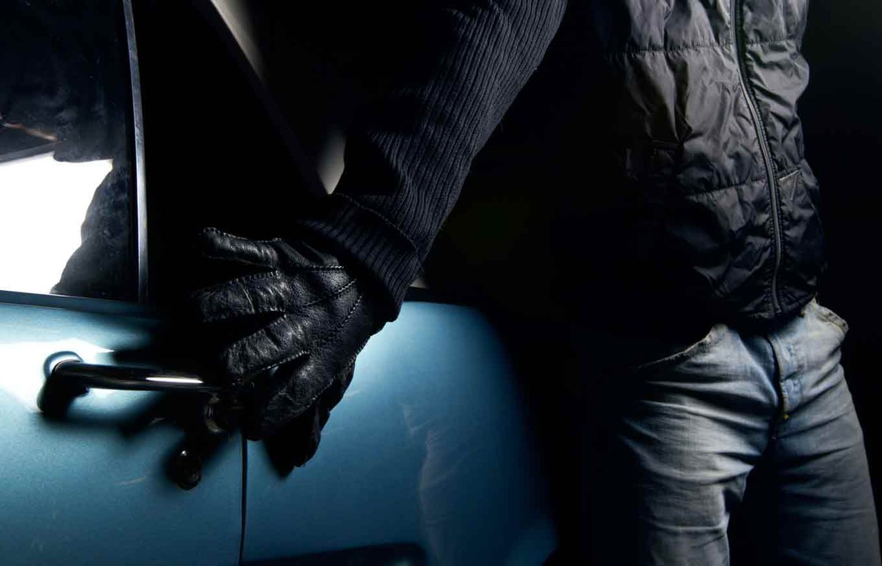 За угон охраняемой автомашины задержан охранник гаража