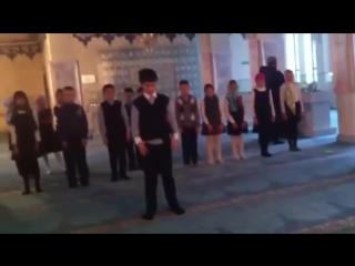 Русские ребятишки совершили намаз на экскурсии в московскую мечеть