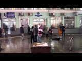 День-деньской на балалайке-контрабасе. Москва