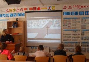 Дети из реабилитационного Якутского центра узнали, где и как готовят будущих водителей