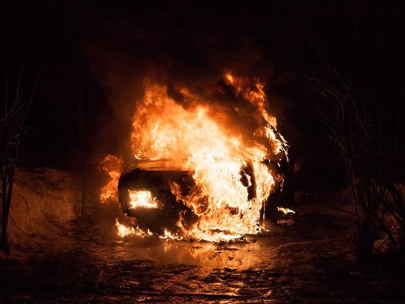 В Таганроге два 30-летних промоутера угнали и сожгли «Оку»