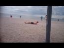 Илья об ракушки обдирает облезшую спину