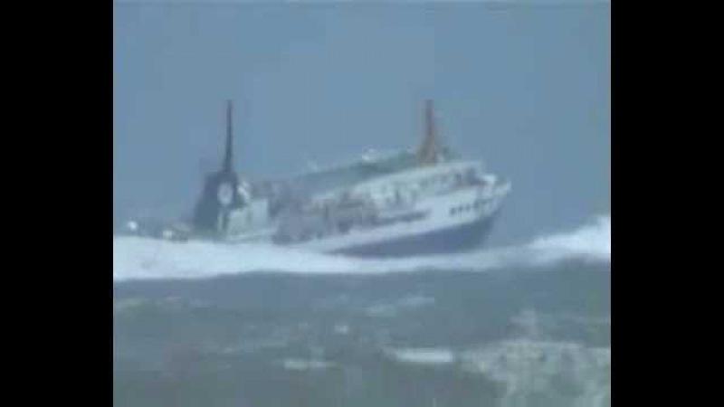 Гигантский лайнер попавший в шторм 12 баллов Большие карабли попавшие в шторм 9 б