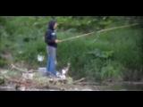 Любимый КОТ РЫБАКА рыбачит вместе с хозяином. СМЕШНЫЕ КОТЫ И КОШКИ приколы на рыбалке 2016