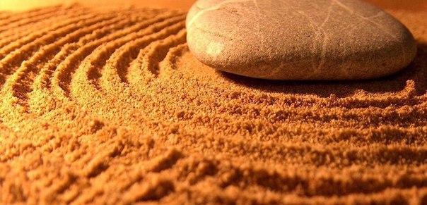 Притча о песке и камнеВ какой-то момент друзья поспорили, и один из