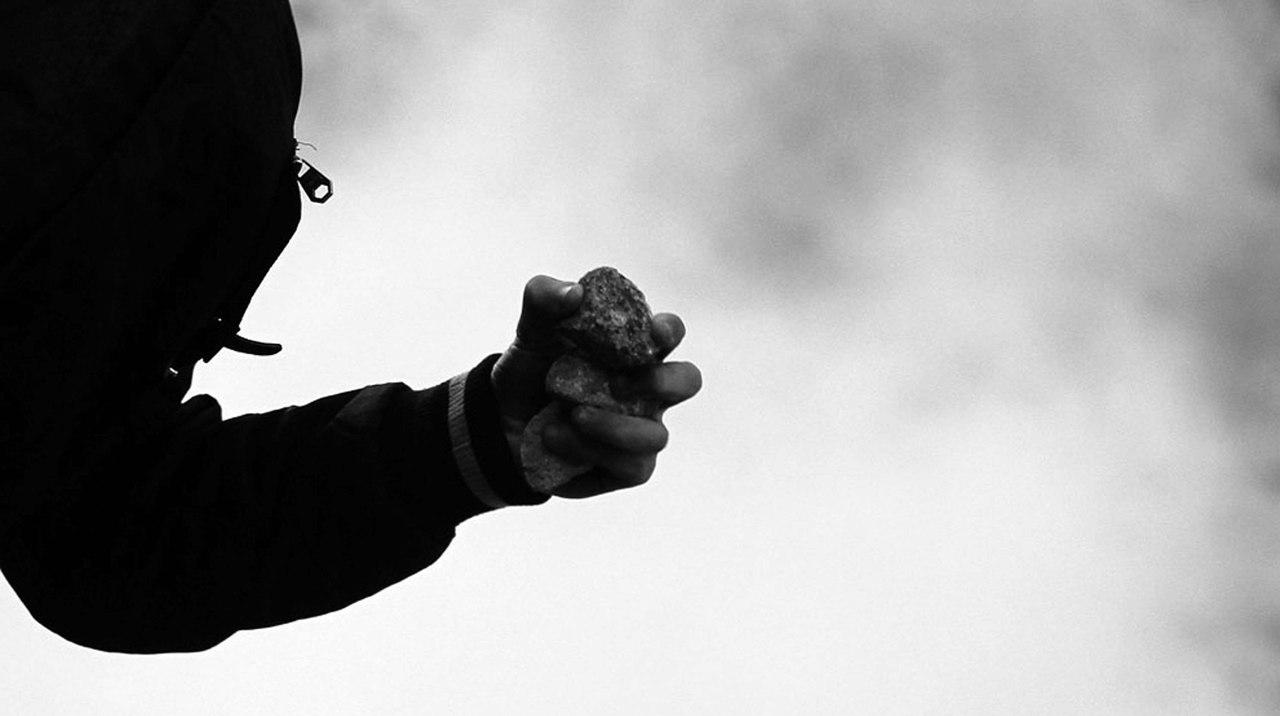 Житель г. Нерюнгри, бросивший камень в голову полицейского, приговорен к 5 годам лишения свободы