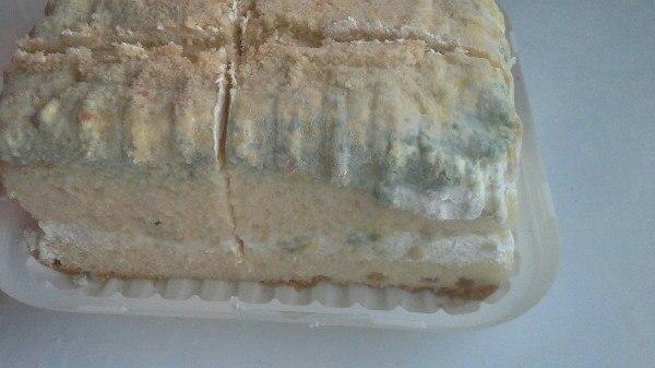 Фотофакт: протухший торт в супермаркете Якутска