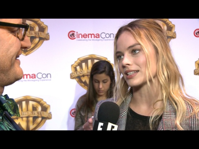Margot Robbie Wowed By Alexander Skarsgard's Hot Body | E! Red Carpet Award Shows