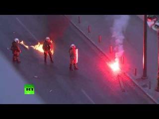 Столкновения протестующих с полицией во время митинга против финансовой политики властей Греции