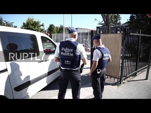 Бельгия: Человек нападает на двух полицейских человек с ножом в Моленбек.