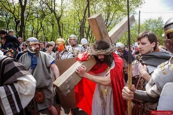 LJn31VF0ky8 В одесском парке сегодня  воссоздадут казнь Христа