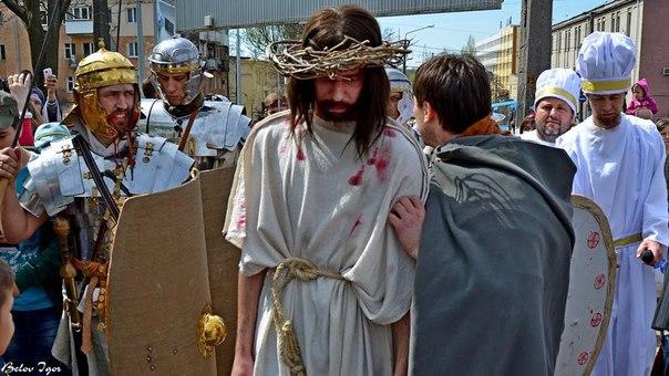 5ZrrBZD28LQ В одесском парке сегодня  воссоздадут казнь Христа